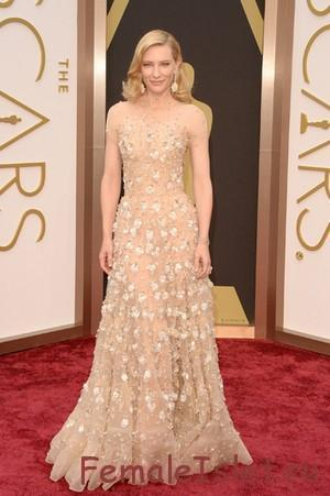 Кейт Бланш в одежде пудрового оттенка