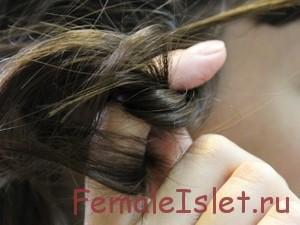 вредная привычка: крутить волосы на палец