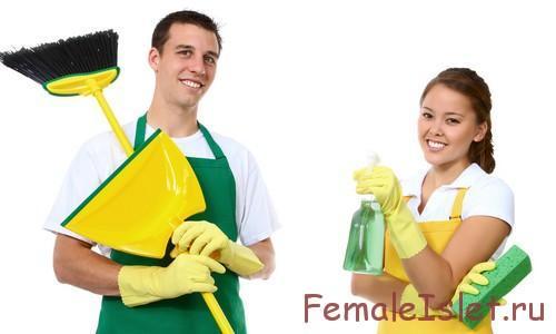 мужчина и женщина убирают