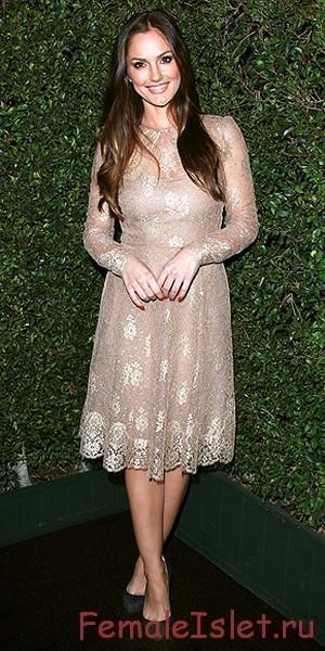 Романтичное пудровое платье