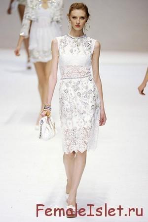 с чем носить белое кружевное платье