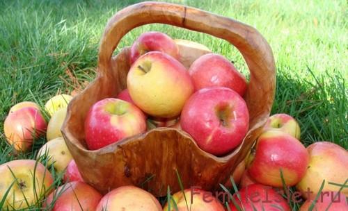яблоко в корзине