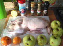 Утка с яблоками и мандаринами в духовке